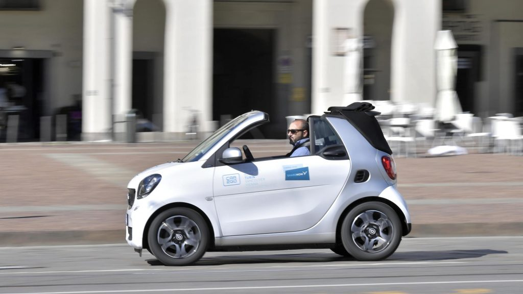 Share Now  Smart Fortwo Cabrio in città