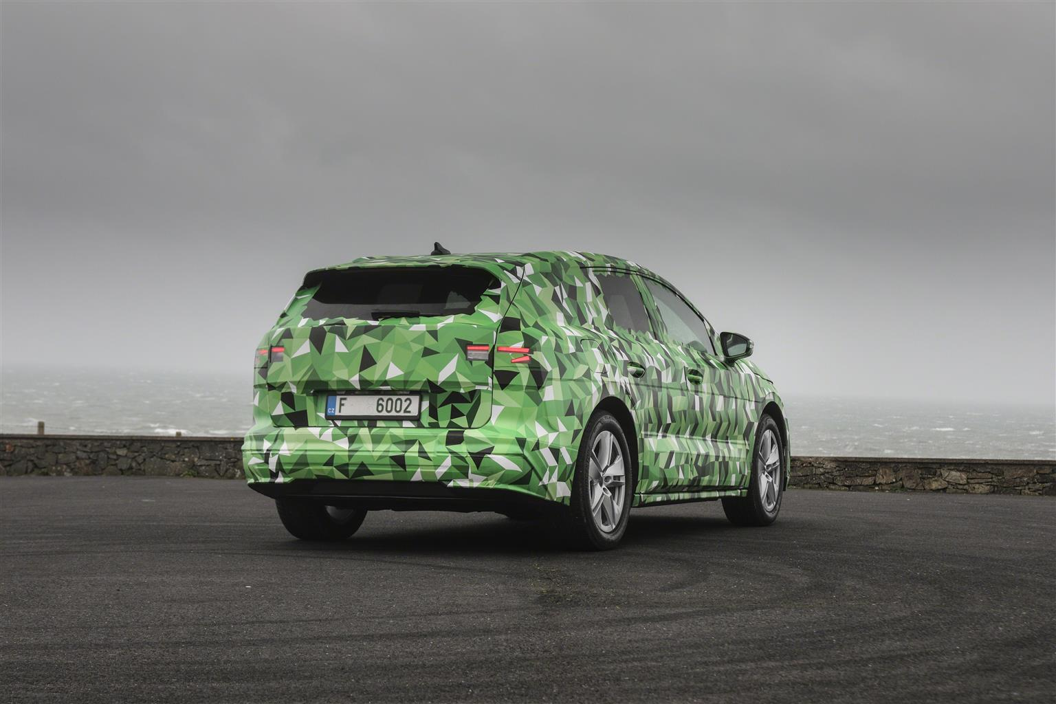 nuova Skoda Enyaq suv elettrico vista posteriore