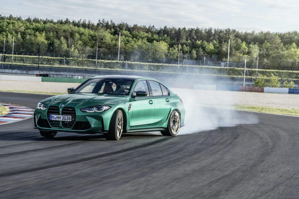 """BMW M3 vs Tesla Model S Plaid, la sfida """"folle"""""""