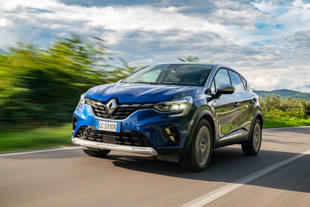 Renault Captur E-Tech plug-in hybrid, birra alla spina
