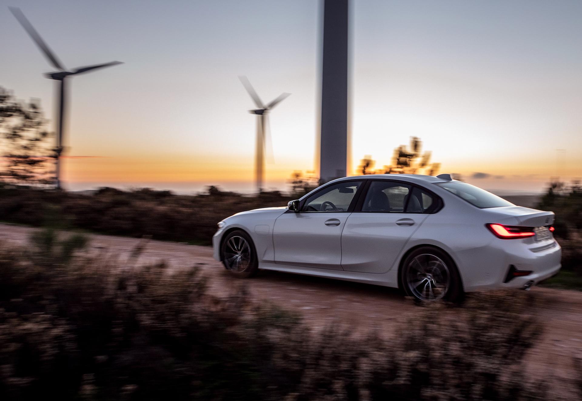 nuova BMW 330e 3/4 posteriore